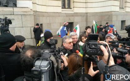 Шествие занесе подписите за референдум до НС