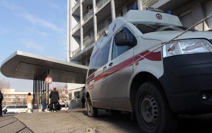 Строително скеле се срути върху двама души в София