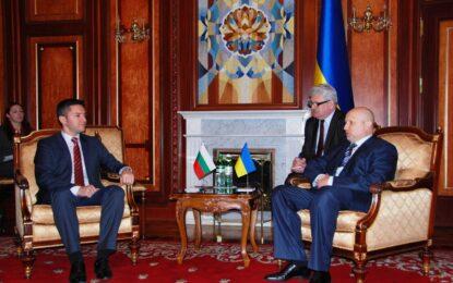 Вигенин се срещна в Киев с президента Турчинов и с представители на българската общност