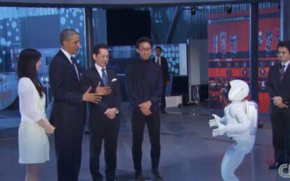 Барак Обама поигра футбол с японски робот
