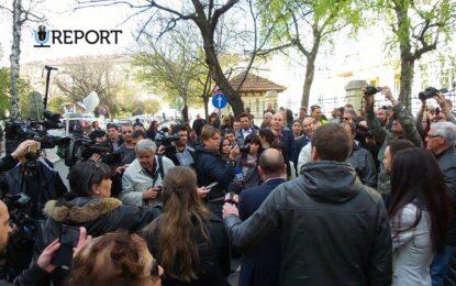 Йовчев не обърна внимание на протестиращите журналисти
