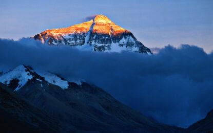 Лавина уби над 10 шерпи на Еверест