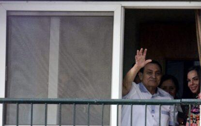 Три години затвор за бившия египетски президент Мубарак