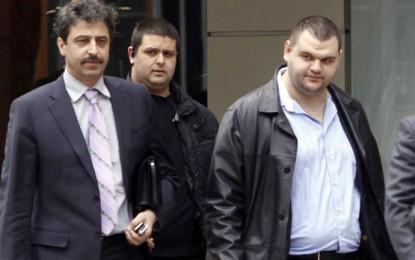 Цветан Василев страхуван, затова се предал