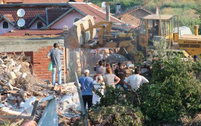 В Стара Загора продължават да рушат ромски къщи