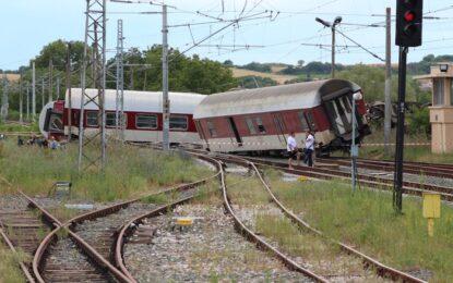 Помощник-машинистът управлявал дерайлиралия влак
