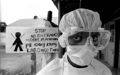 САЩ прибират 10 свои граждани заради опасност от ебола