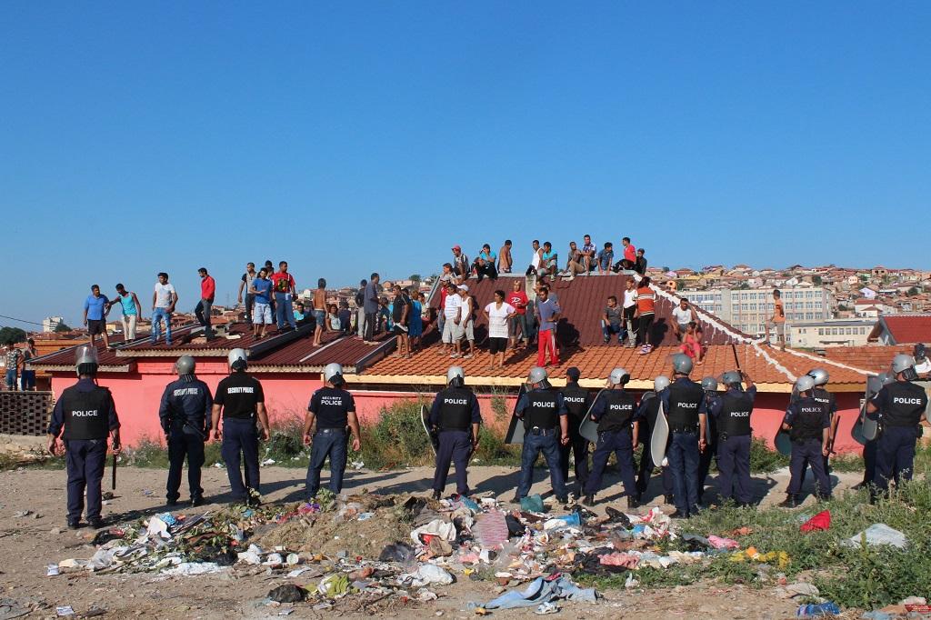 Резултат с изображение за ромска махала къщи