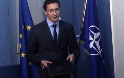 Външният министър: Сагата с руския самолет вече отегчава