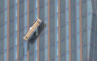 Чистачи на прозорци увиснаха на 144 метра височина