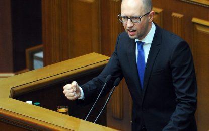 Яценюк оцеля като премиер на Украйна