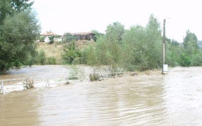 Прелял язовир наводни 30 къщи в село Добри дол