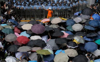 """""""Революцията на чадърите"""" се мести в Пекин"""