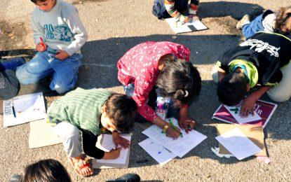 Деца бежанци от Афганистан и Сомалия обаче учат в Хасково