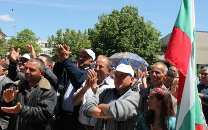 ДПС бие по Местан – той мълчи, активистите славят Доган