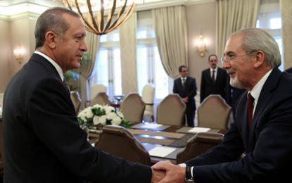 Предизборно Ердоган стисна ръката на Местан