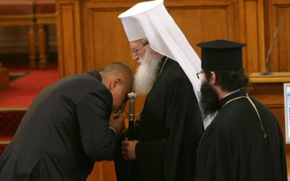 "Властта иска ""Стара планина"" за патриарха"