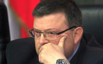 Цацаров се чуди как да върне Цветан Василев в родината