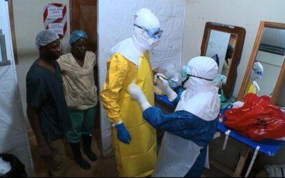 Медик в САЩ заразен с ебола от пациент