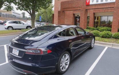 Tesla показа електромобил с автопилот