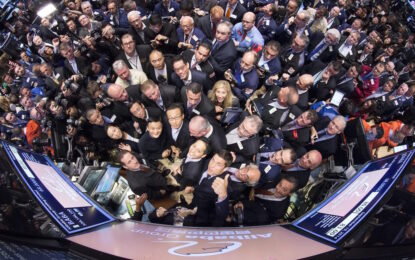 Alibaba протяга ръка на Apple