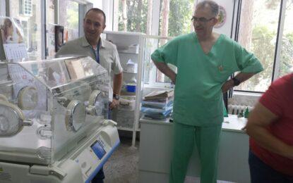 Две болници получиха нови кувьози