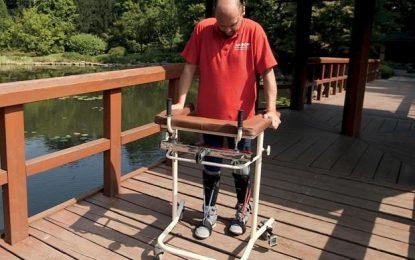 Български гражданин проходи след новаторска трансплантация