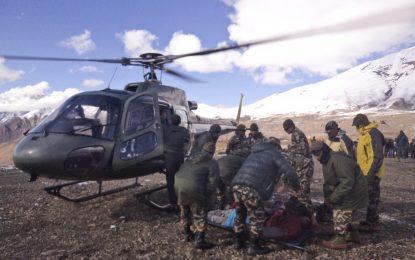 Трима българи избегнаха смъртоносна буря в Непал