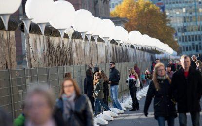 Германия празнува четвърт век без Стената
