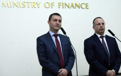 Кабинетът пробва да свие дефицита под 4% с нова актуализация