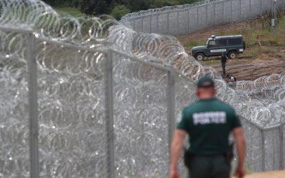 Оградата по границата с Турция пробита. Буквално
