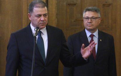 Новият министър ревизира фирмите на армията