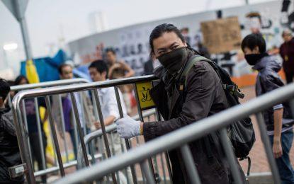 """""""Чадърите"""" в Хонконг щурмуваха сградата на властта"""