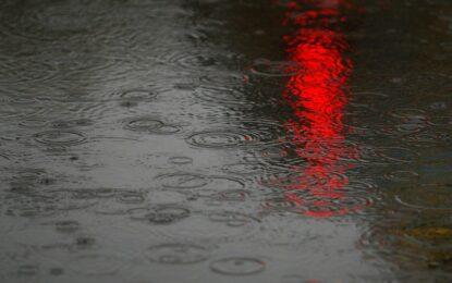 Проливен дъжд и риск от наводнения в страната
