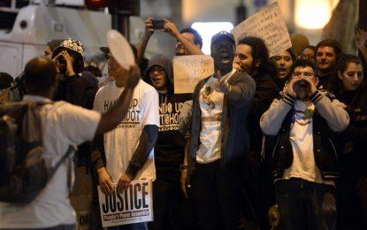 Протестът на Фъргюсън нахлу в магазините за Черния петък