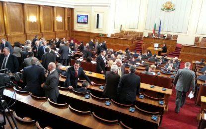 Политиците раздвоени за нов кабинет в рамките на този парламент