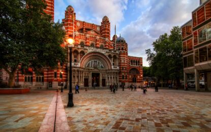 Британски националисти объркаха катедрала с джамия