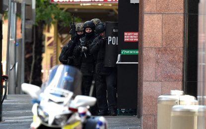 Ислямист държи десетки заложници в Сидни