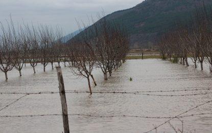 Лек спад в нивото на Тунджа, обстановката остава критична