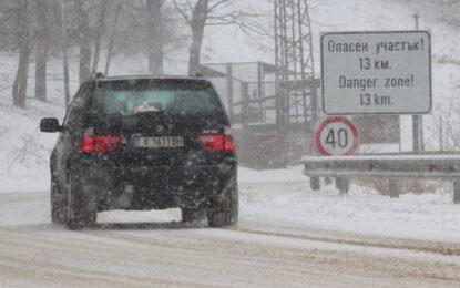 Снегът откъсна Силистра, остави село без ток и забави полетите