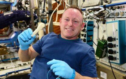 НАСА достави гаечен ключ в орбита по мейла