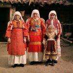 Българки от Македония в национални носии
