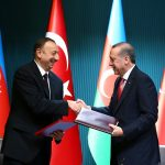 Президентът на Азербайджан Илхам Алиев и неговият турски колега Реджеп Ердоган. Снимка: ЕРА/БГНЕС
