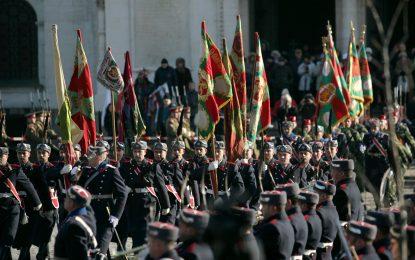 България няма да намалява числеността на армията
