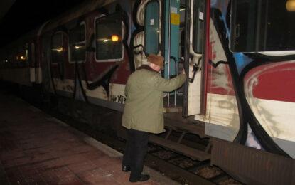 Железничари и граждани на протест заради спирането на 128 влака