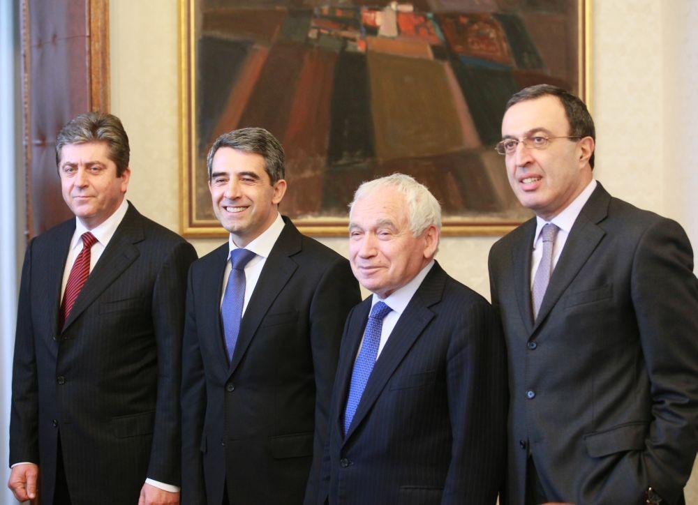 Отляво надясно президентите на България след 1989 г.: Георги Първанов, Росен Плевнелиев, Желю Желев, Петър Стоянов.