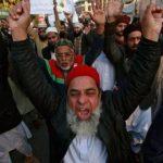 Протести в Пакистан срещу карикатурите на Мохамед.
