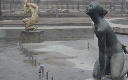 Син камък вместо патина за статуи на Далчев в Русе