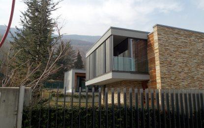НАП запорира луксозен палат на Бареков