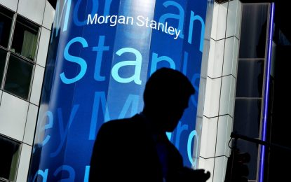 Служител на Morgan Stanley открадна информация за 370 000 клиенти